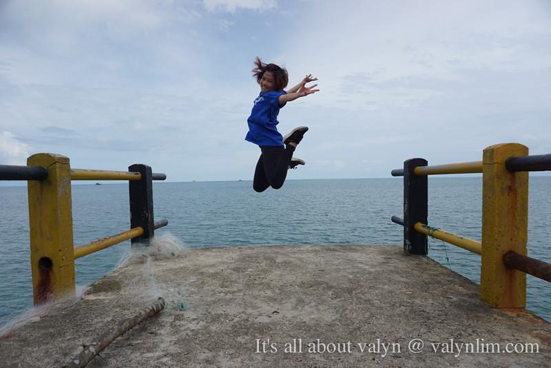 印尼林加群岛《人物系列 II》Lingga Recency: 马来风味午餐、Singkep Dabo渔村城镇、道地马来美食叻沙 Laksa Sagu Goreng、警察出没便利店、护航女警官