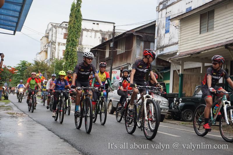 印尼林加群岛《人物系列》Lingga Recency:乡村杂货的老夫妇、Kopitiam Bintan Timur南洋咖啡店、Gunung Daik Mountain Festival 骑单车越野
